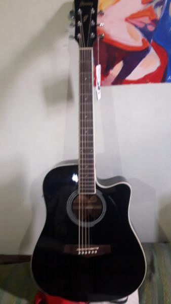 Guitarra electroacustica ibanez negra amplificador cable