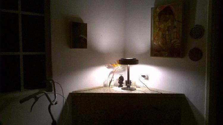 Lámpara de hierro y acero (reciclado).