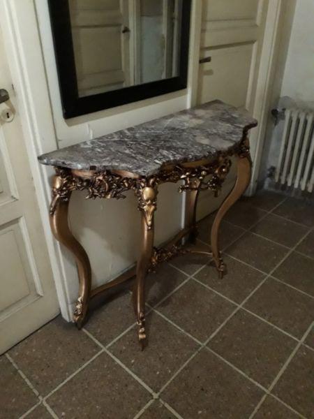 Antiguo dressoire frances con marmol.