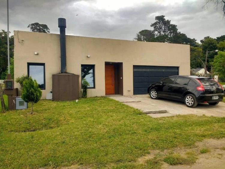 Casa 3 ambientes con garage para dos autos - acantilados