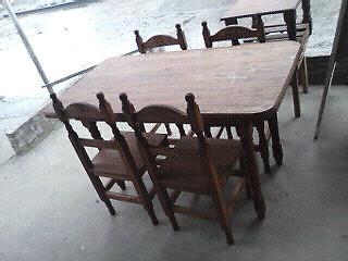 Juego de mesa 1,20 y 4 sillas torneadas.