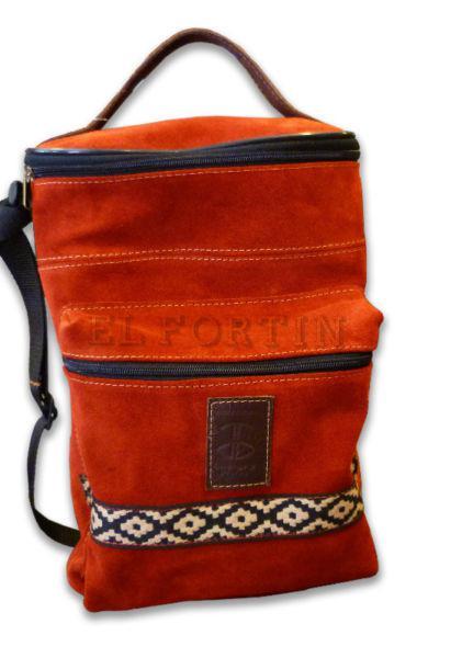 Porta termo cuero gamuzado ovalado con cierre y bolsillo