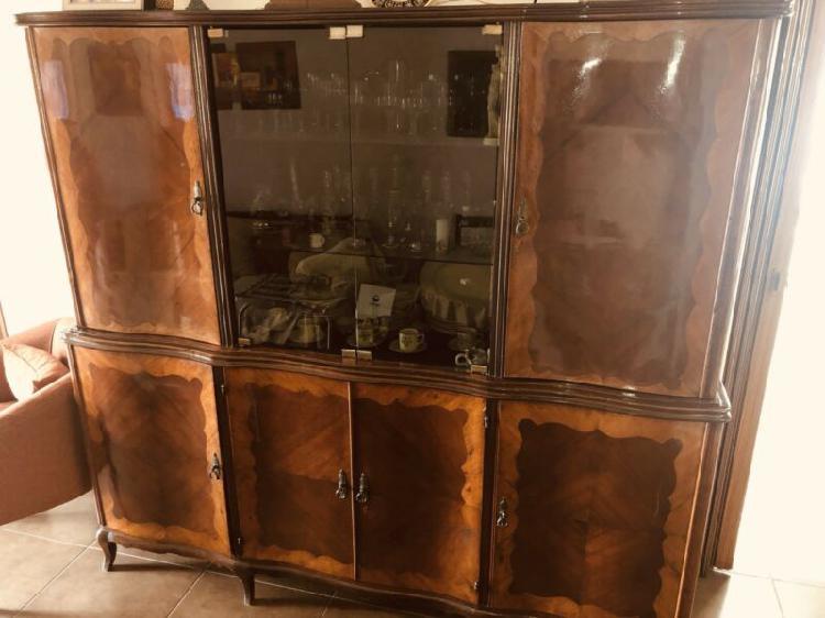 Aparador / cristalero de madera, antiguo, excelente estado