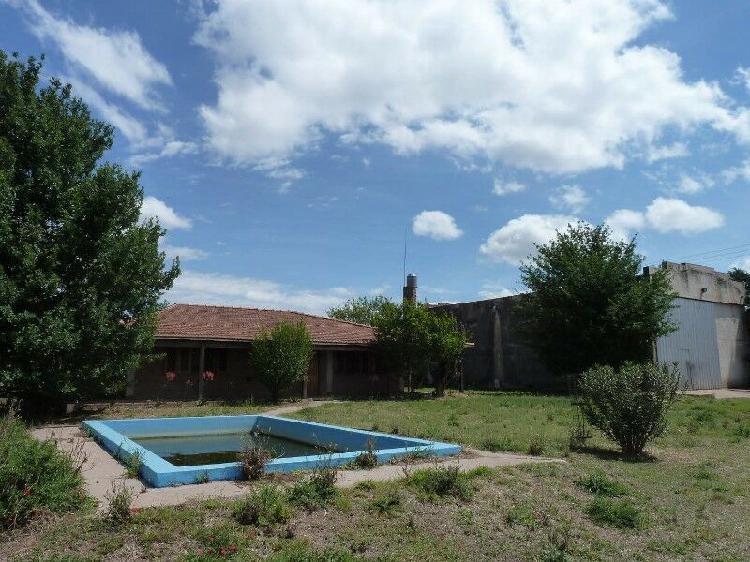Alquilo casa con pileta galpon en zona rural