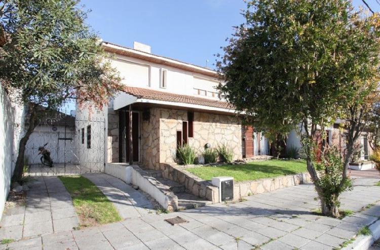 Cómoda casa, ubicada a 7 cuadras de la playa. código 550