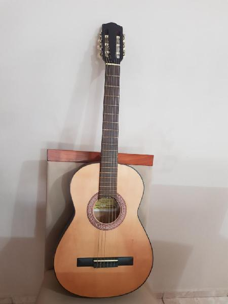 Guitarra mediana