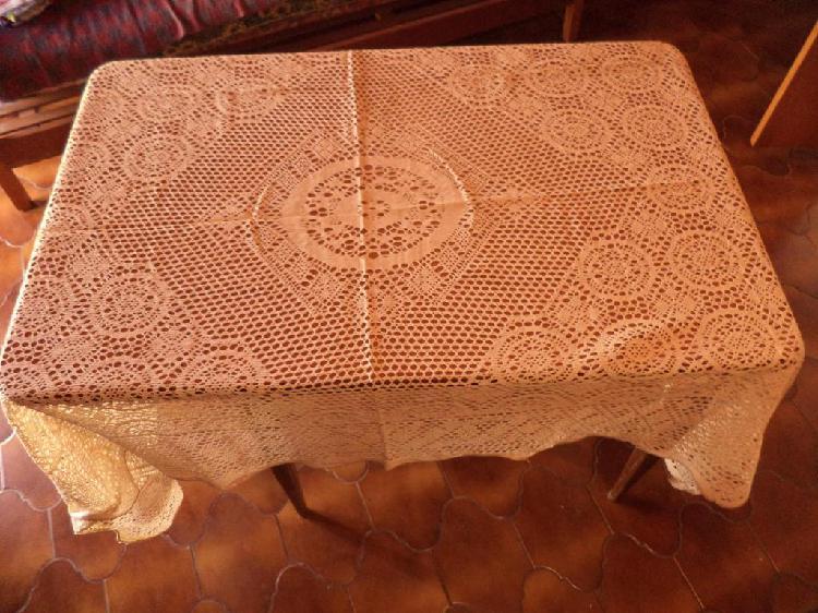 Mantel antiguo de hilo calado color crudo mas una carpeta de
