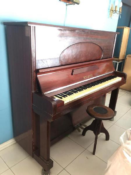 Piano vertical alcayde año 1955