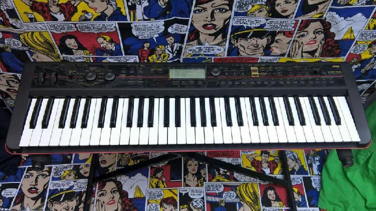 Sintetizador Korg Kross 1 Amplificador