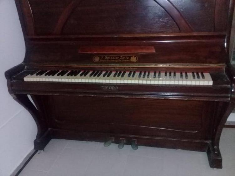 Vendo piano vertical original impecable, afinado