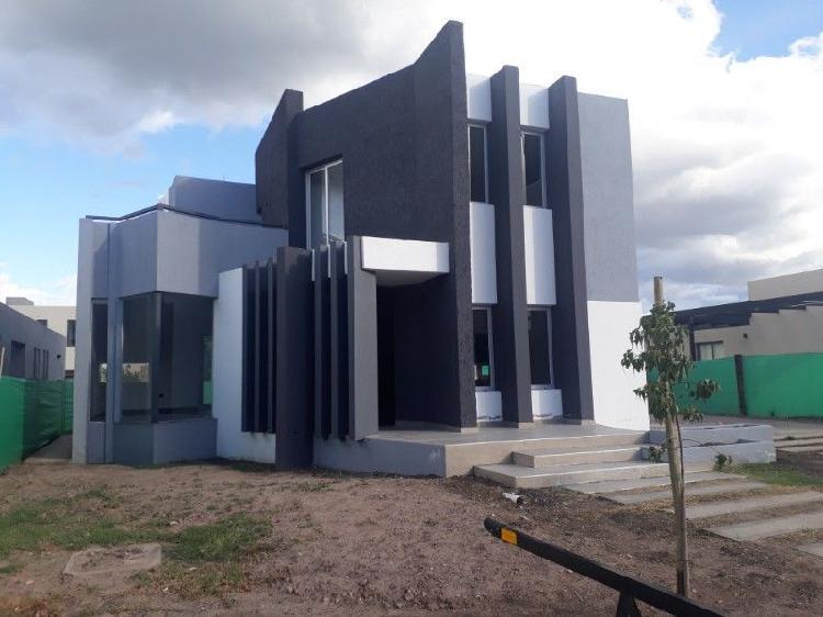 Vendo moderna casa de 3 dormitorios, Las Cortaderas I,