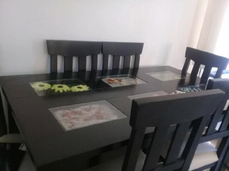 Juego de mesas y sillaa