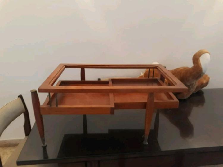 Mesa ratona de living. cama de algarrobo de 1plaza. silla