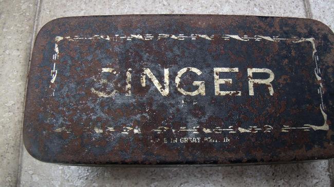 Caja maquina coser singer accesorios muy antigua