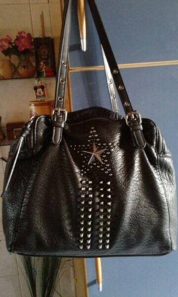 Vendo cartera negra grande (27 x 40 cm y 22 cm de