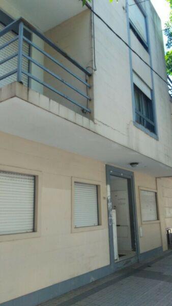 41/9) depto centrico p.b interno (2) dorms c/2 patios