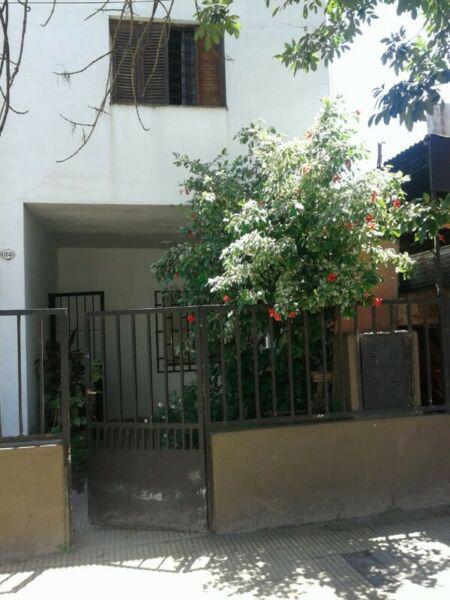 Alquilo casa, muñecas 1648 pb, 3 ambientes.