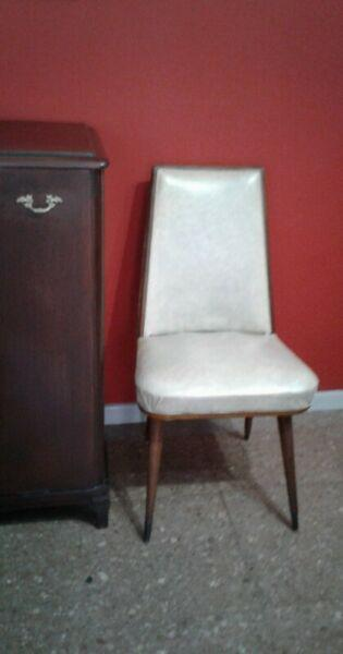 1 (una) silla borde madera vintage retro escandinava