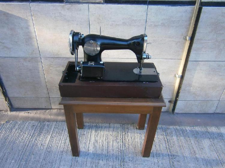 Maquina de coser necchi impecable