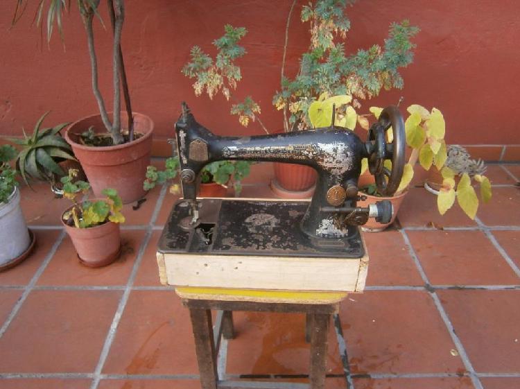 Maquina de coser singer urgente