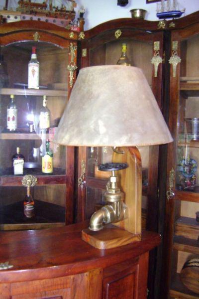 Antigua lampara para mesa o mesada de bar