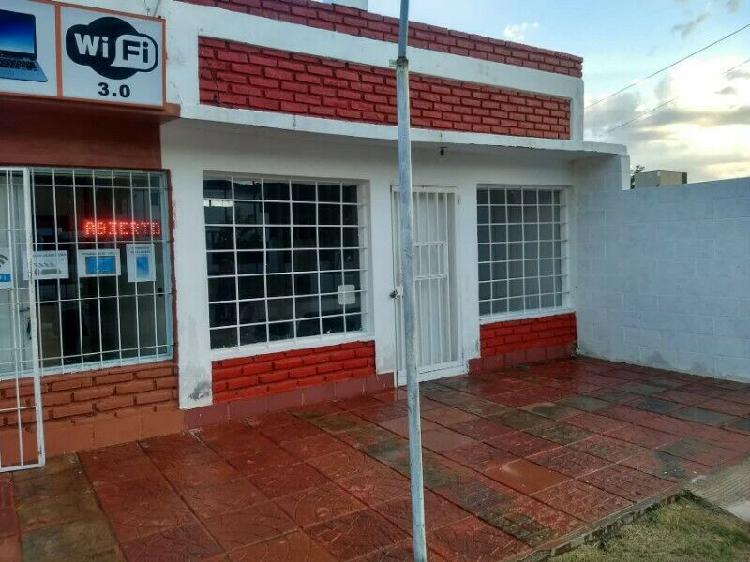 Locales comerciales, 1 casa, 2 departamentos