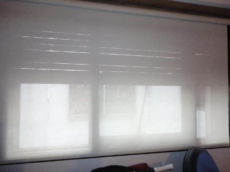 Cortina screen sun lisa con sistema roller usada.