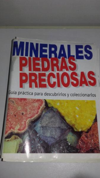 Colección de minerales y piedras preciosas con guía