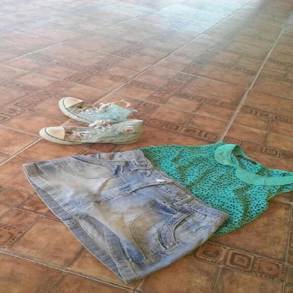 Conjunto remera falda y zapatillas
