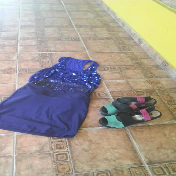 Conjunto remera, falda y zapatos