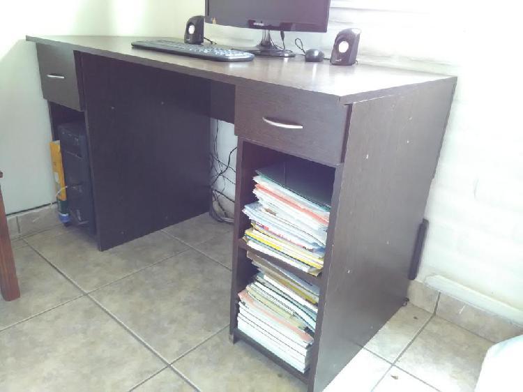 Escritorio para computadora o estudio