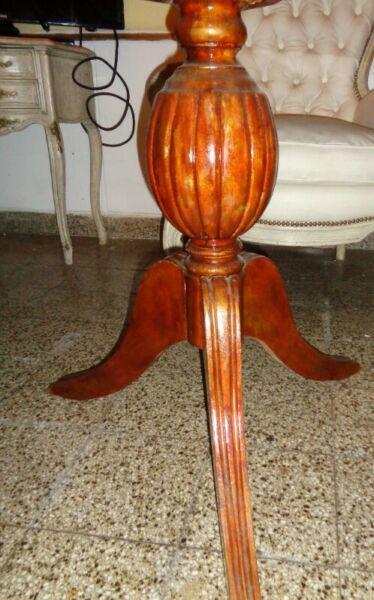Mesa redonda 1,10 ancho patas roble vidrio templado oferta