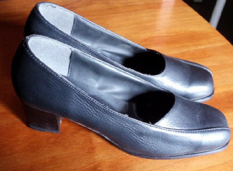 Zapatos negros con taco clásicos de mujer nuevos