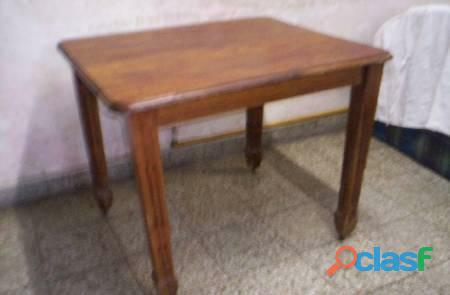 Mesa de roble 83x98xalto76 antigua no esta apolillada