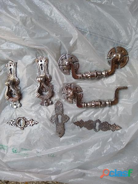 Manijas cromadas y boca llaves antiguos de muebles