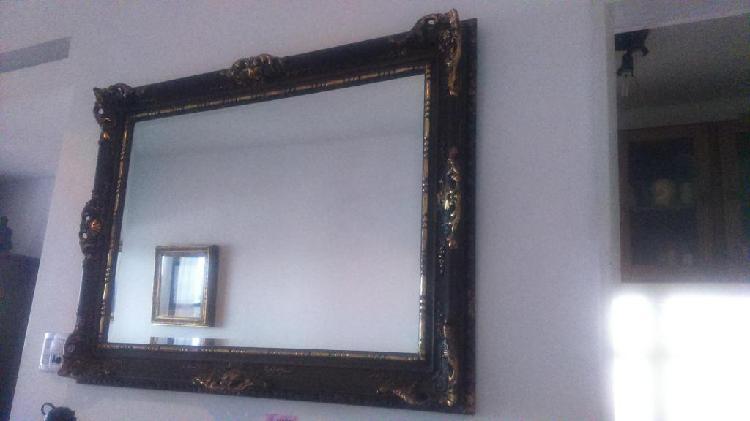 Liquido por viaje. espejo antiguo con marco alemán macizo