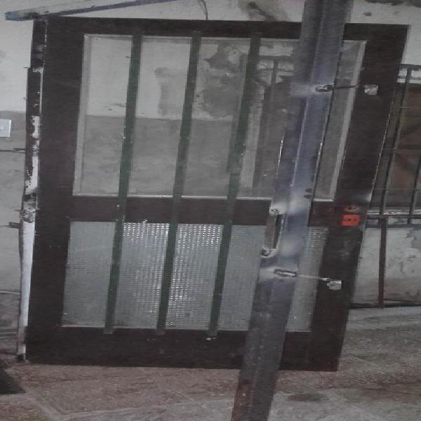 Puerta chapa con marco de hierro ángulo