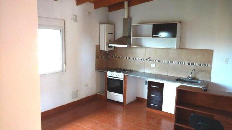 Dpto 2 d, living y cocina amplios, un baño, en planta alta