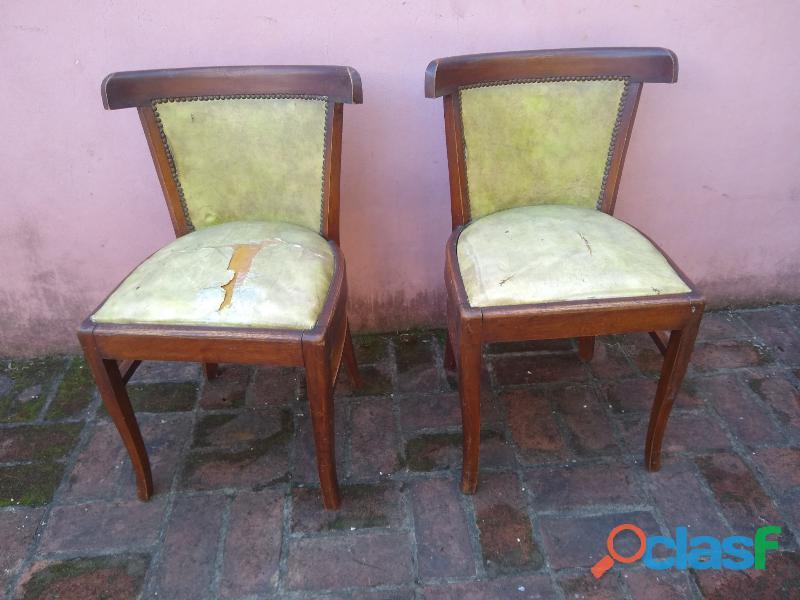 sillas 2 de roble algo floja para cambio de cuerina no apolillada
