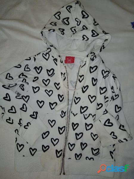 Campera grisino capucha t 5 6 años blanca dibujo corazones