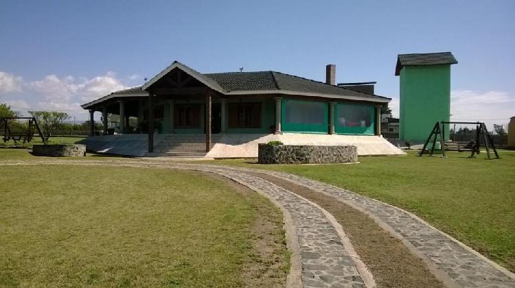 Casa quinta hermosa a orillas del lago los molinos potrero