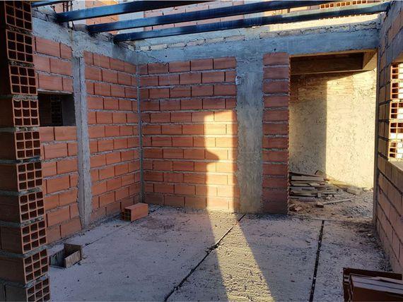 Liquido casa en construccion villa allende b° privado