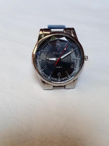 Reloj nuevo de acero