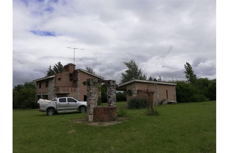 Se vende casa quinta en villa ciudad de américa.