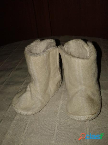 Botita abrigo gorditoo 18 corderito abrojo. de baby shoes blanca