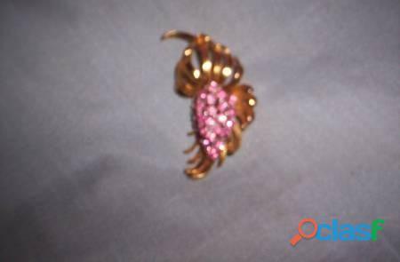 Prendedor dorado piedras rosa forma flor 7x4 cm