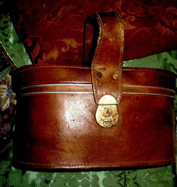 Antiguo maletin neceser viaje cuero vaca