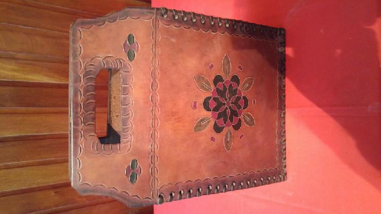 Cartera artesanal cuero de vaca cosido a mano