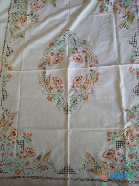 Mantel carpeta hilo bordado a mano hilo perlé 1,10 x 1,40