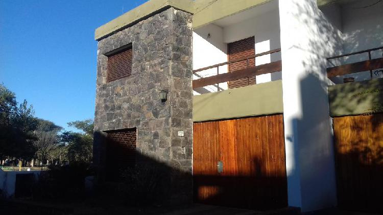Duplex en alquiler en cerro de las rosas